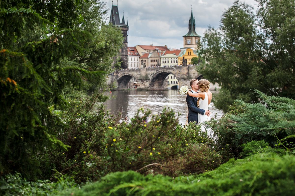 Wedding couple with Charles Bridge